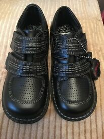 ONLY £25!!! BRAND NEW BOYS KICKERS SHOES SIZE 11.