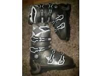 Women's salomon ski boots size 25