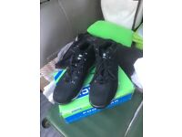 For sale new boxed size 9 click safety boots