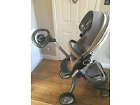 Stokke Xplory V3 plus carrycot and full accessories - Beige