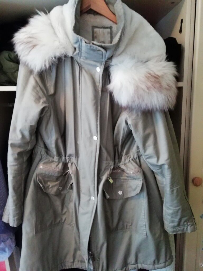 2c90ba56257 As good as new River island ladies coat size 18