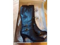 Black leather knee high boots size 4 Hush Puppies