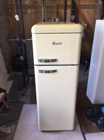 Swan Retro 70/30 fridge freezer A+rated