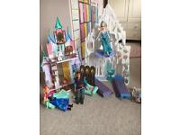 Disney Frozen Castle and dolls immaculate like new condition