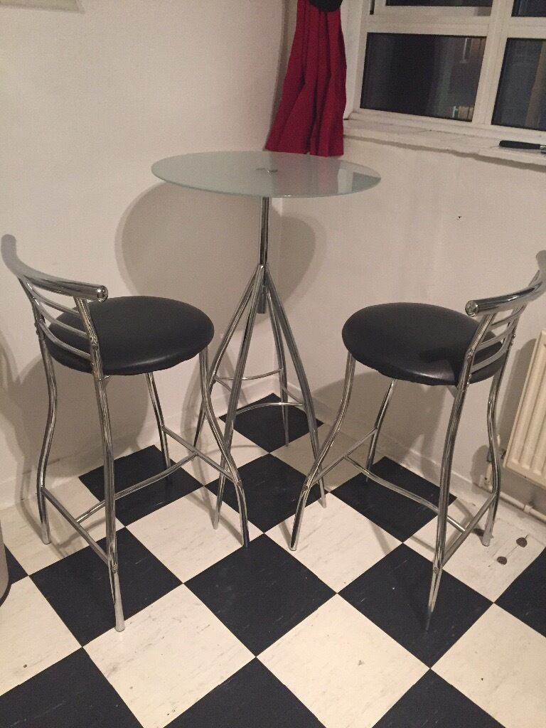 Table and 2 stools! Only £30!