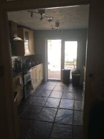 Double room near Queen's Park nice sharing house