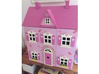Wooden doll's house with wooden furniture and toy figures. Very good condition.