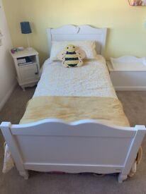 Children's 4 piece Aspace bedroom furniture set.