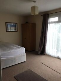 2 Huge double rooms available. Walking distance to Tesco, University of Surrey and Hospital