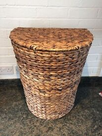 Large Natural Brown Wicker Woven Laundry Basket Box With Lid And Cream Fabric Lined