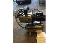 Pump and water pressure vessel