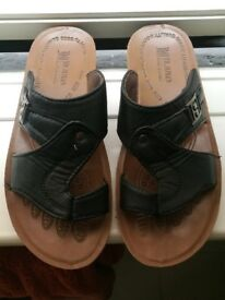 Summer shoes for men - but it is about size 7!