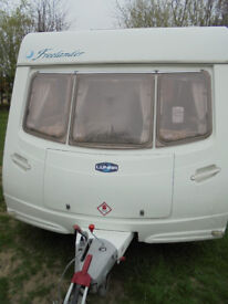 2004 Lunar Freelander FB Twin Axle 6 Berth Touring Caravan With Dinette and Fixed Bunks