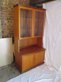 Legate display case/cupboard