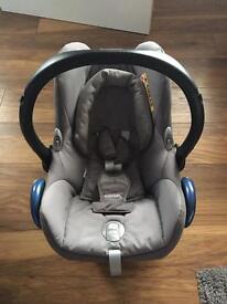 Maxi Cosi car seat with base
