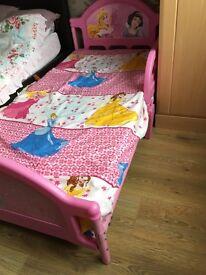 Toddler bed for girls