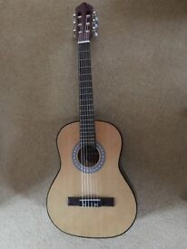 Beautiful 3/4 guitar and case in perfect condition