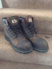 V12 boots size 8 as new