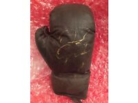 BOXING GLOVE HAND SIGNED BY FLOYD MAYWEATHER JR WITH COA