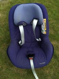 Maxi Cosi 2 Way Pearl Car Seat with Base