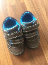 Toddler boys light up Clarks shoes- size 4.5 W
