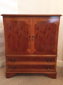 stunning Antique style Reproduction Yew Wood TV Cabinet / Drinks Cabinet. In excellent condition.