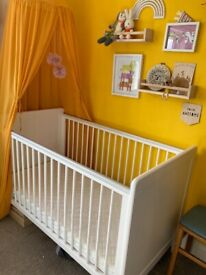 Mamas and papas white Cot cot/bed