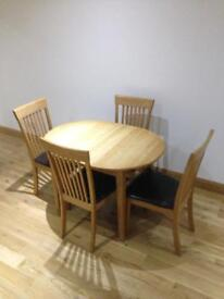 Beautiful Solid Oak Dining Table & Chairs