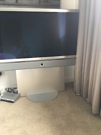 """40 """"Loewe Individual tv with contemporary stand"""