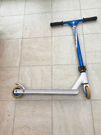 Stunt Scooter blue/white - good starter