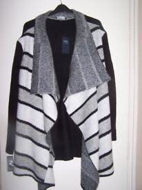 WOMENS M&S NEW AND TAGGED COATIGAN/CARDIGAN MARKED XL APPROX SIZE 22/24, CHRISTMAS PRESENT
