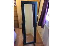 Freestanding wardrobe mirror