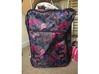 Large IT luggage suitcase