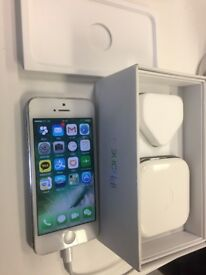 White iPhone 5 (32GB) - Excellent condition except bent screen (replaceable)