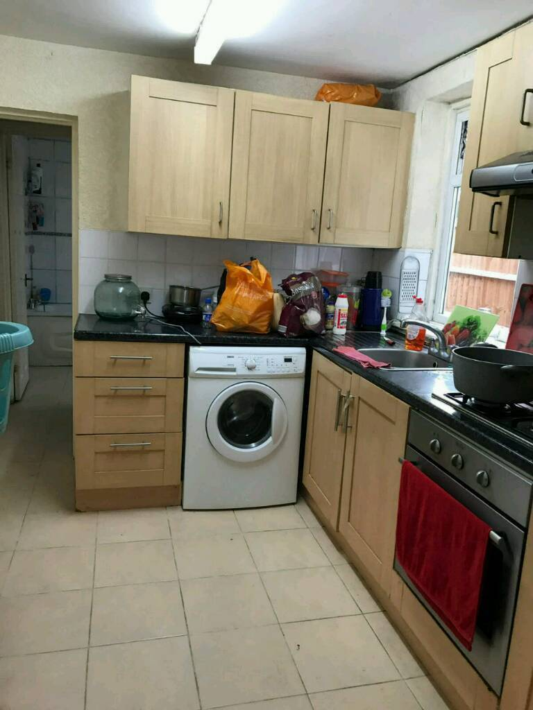 Beautiful 3 Bedroom House in East Ham Minutes Away from East Ham station