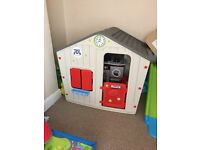 Child plastic play house