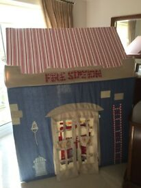 Charming Win Green Children's Fire Station Playhouse / Playtent