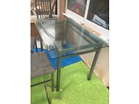 Glass dining table in good condition £30