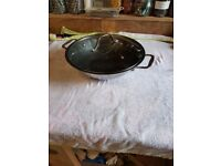 Wok with lid