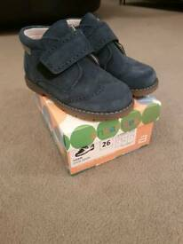Boys Navy Andanine Boots. Size 8.5