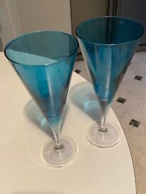 Set of 14 glass blue tumblers