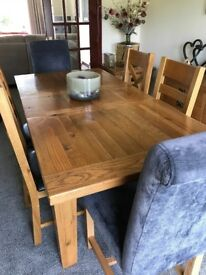 RUSTIC OAK EXTENDING TABLE & 6 CHAIRS