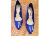 Ladies blue size 6 heels, worn twice excellent condition