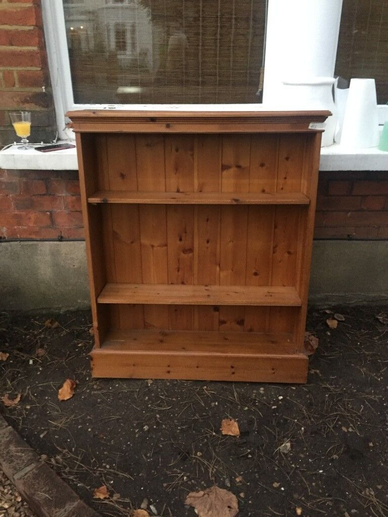 Rustic Bookshelf In Farmhouse Style