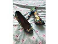 Women's shoes sizes 4/5