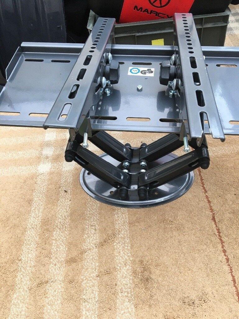 Tv wall bracket, tilt and turn