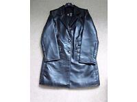 Women's leather jacket. Colour: black. Size: M-L.