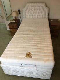 Single adjustable vibrating bed