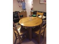 EXTENDING OAK DINING TABLE & 4 CHAIRS