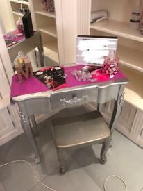 Bedroom/make up table and stool